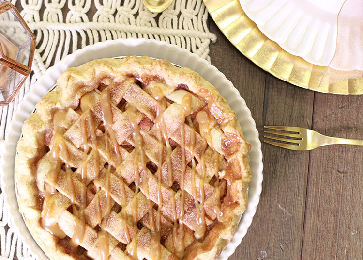 the perfect holiday pie by one more bite bakery | the love designed life
