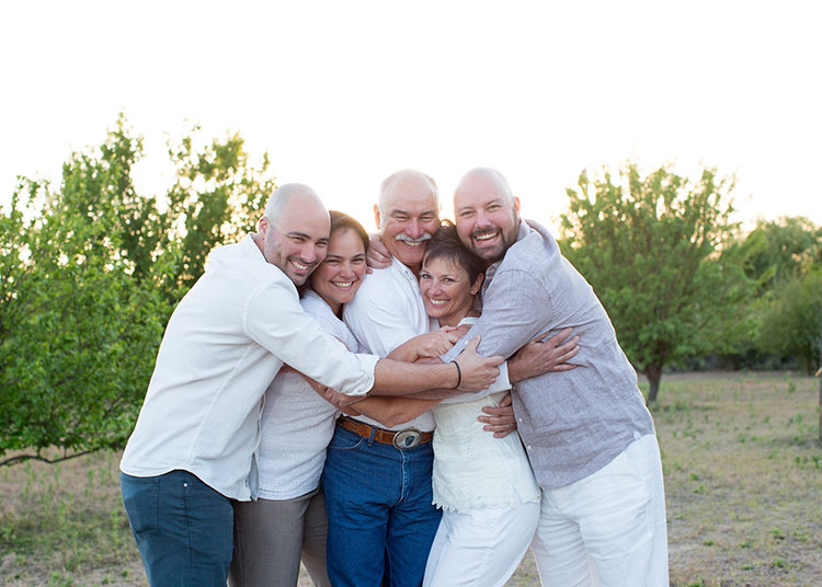parents + siblings for family photos in the desert // photo by bhansen photography | the love designed life