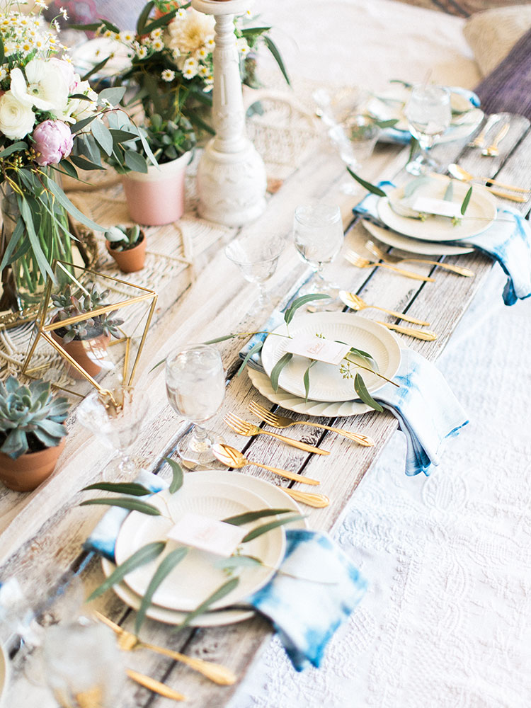 the shibori dyed napkins were diy dyed by hand | the love designed LOVE