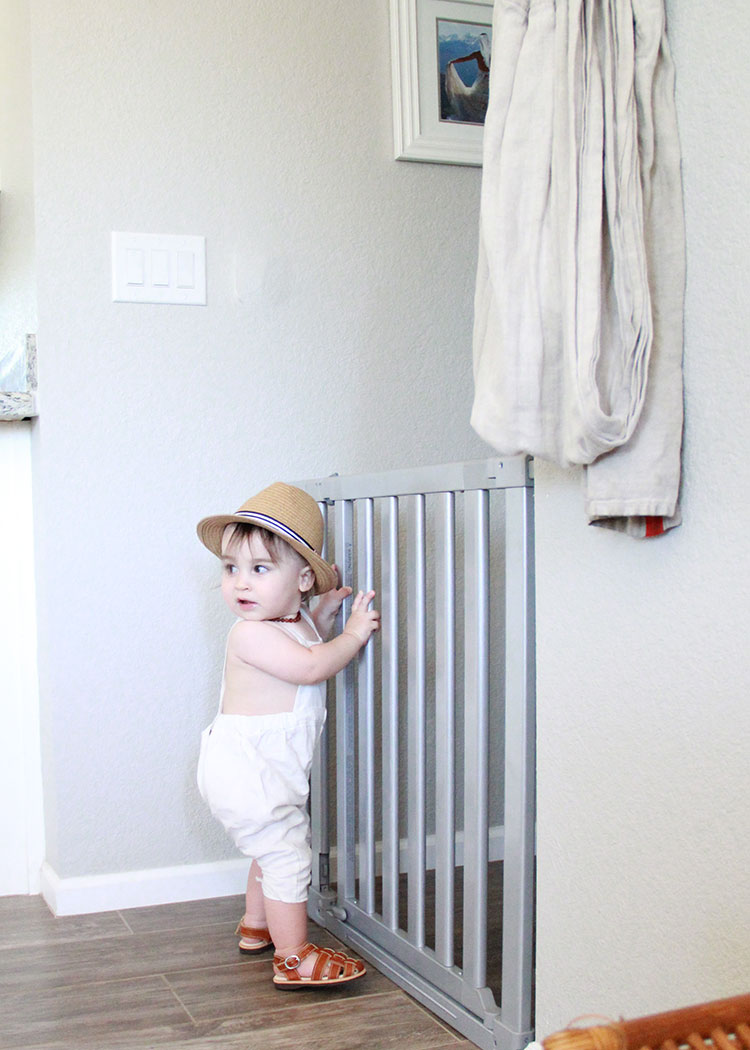our new munchkin luna baby gate is so pretty! | the love designed life