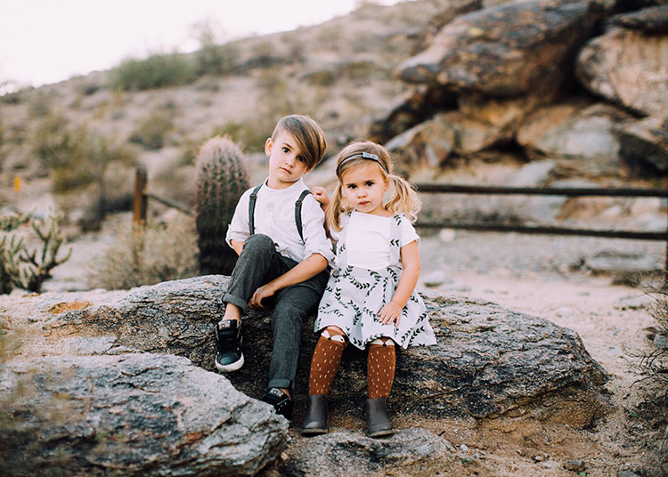brother + sister fall family desert photo session | the lovedesignedlife.com