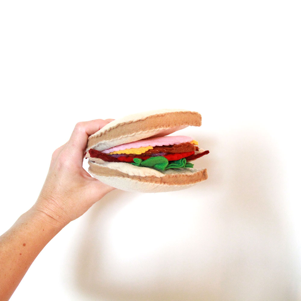 how adorable is this felt handmade sandwich! | thelovedesigendlife