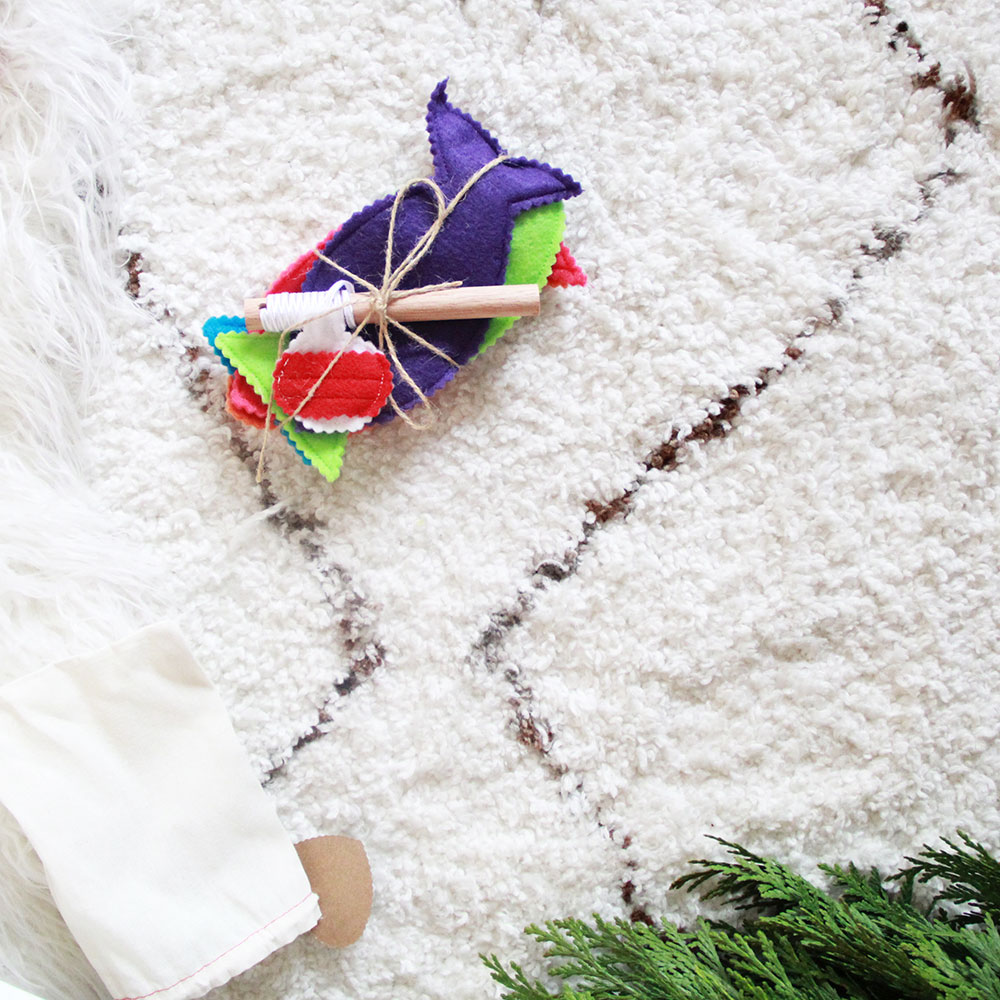 look at this little felt handmade fishing toy! | thelovedesignedlife.com