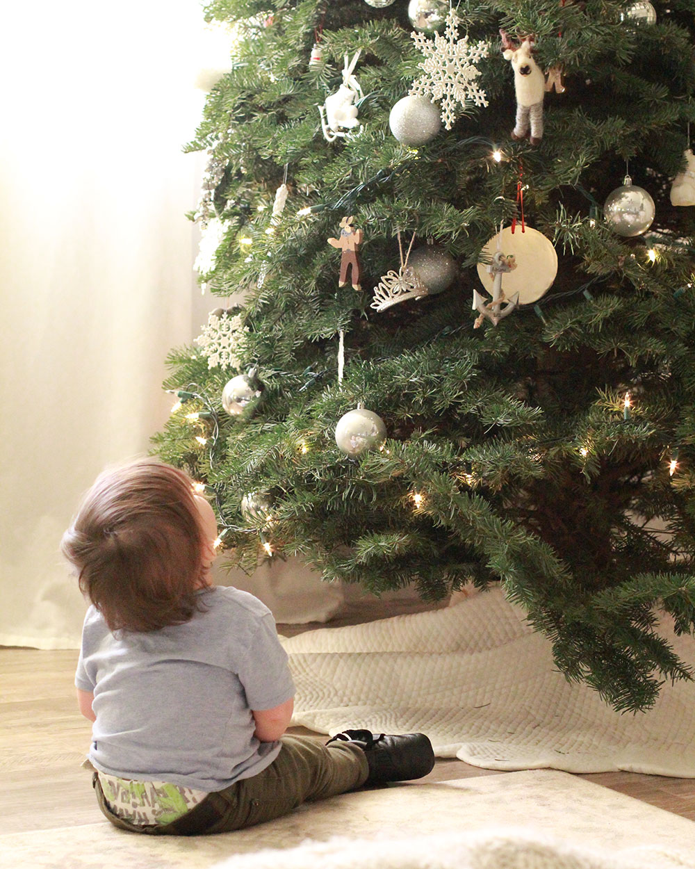 the magic of the tree [before all those ornaments came down] | thelovedesignedlife.com