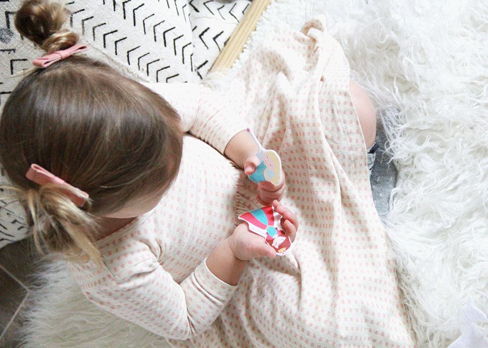 montessori inspired felt princess dolls from etsy shop: while they slept | thelovedesignedlife.com