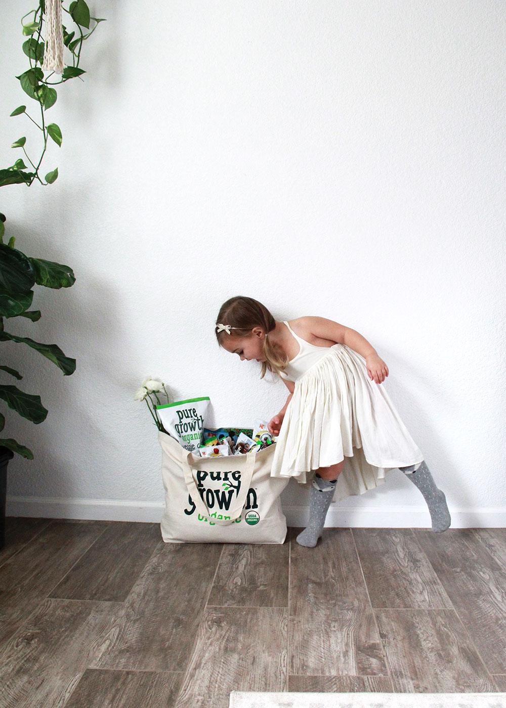 peek inside the bag of organic snacks! | thelovedesignedlife.com