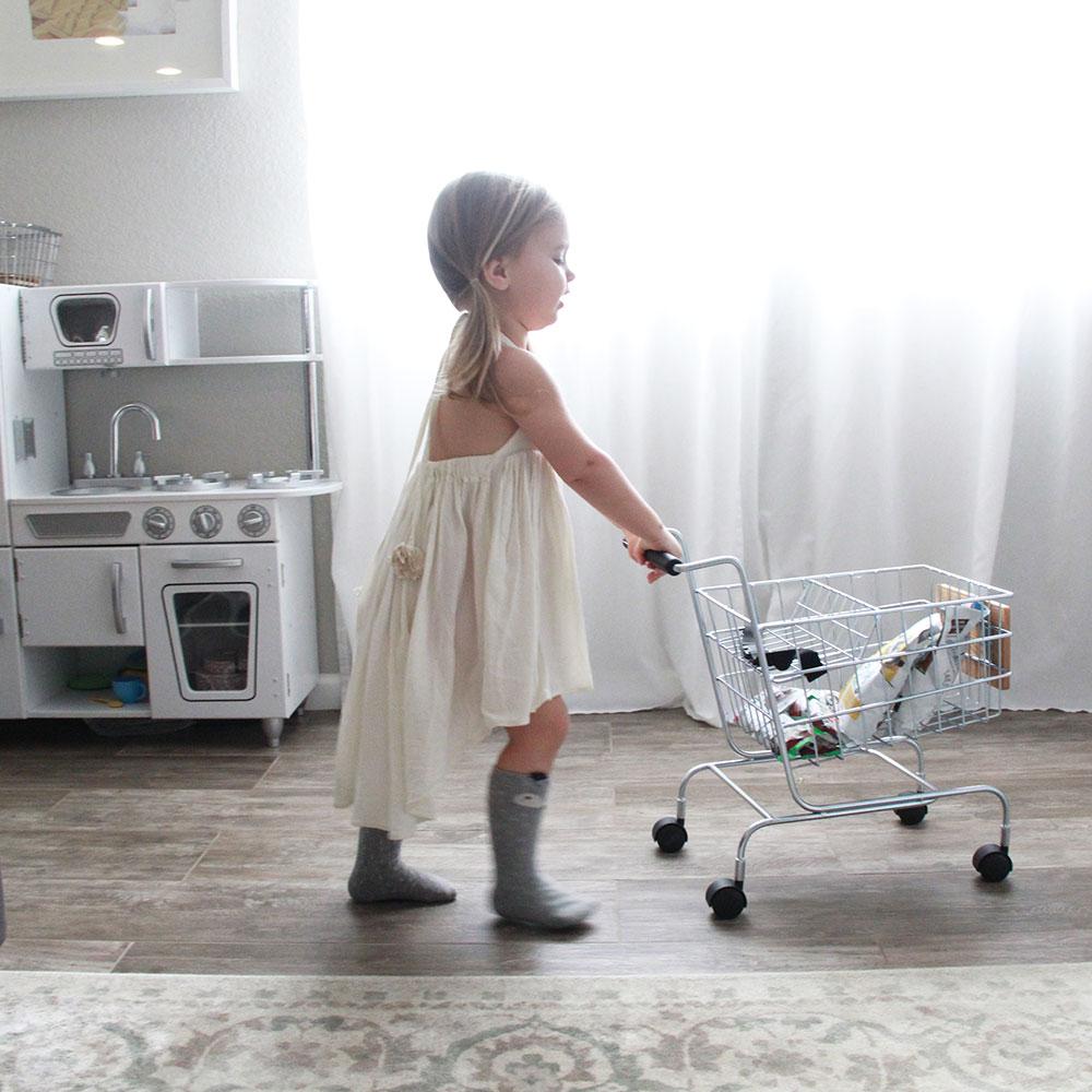 shopping for organic snacks | thelovedesignedlife.com
