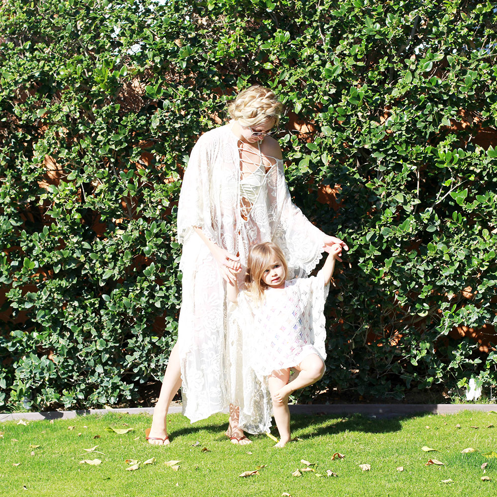 twinning with my girl in our matching lace kaftans in palm springs | thelovedesignedlife.com
