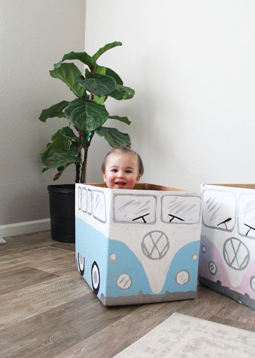 he approves of this creative cardboard play! | thelovedesignedlife.com