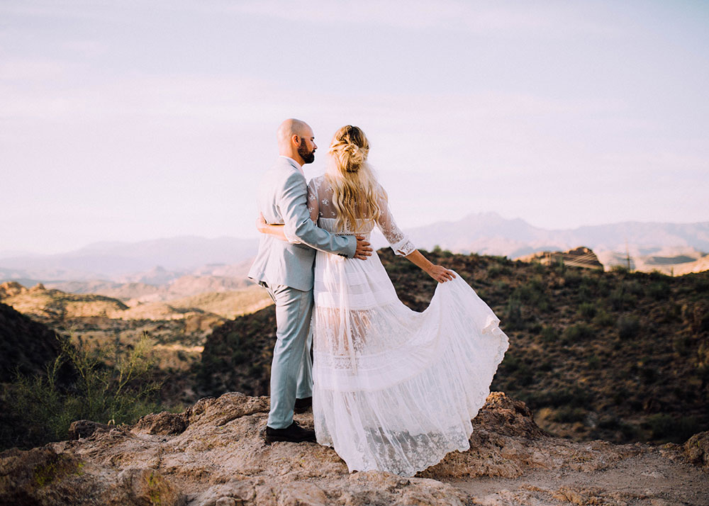 a dreamy arizona mountain top for these 10 year wedding anniversary photos | thelovedesignedlife.com