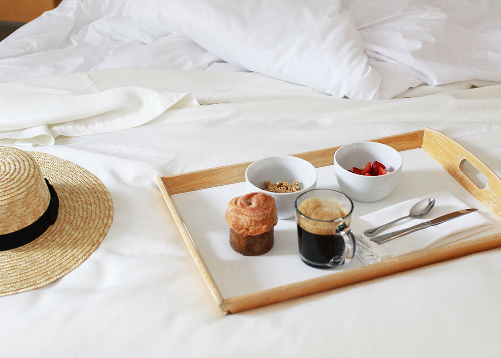 breakfast in bed at the duchamp healdsburg in northern california wine country | thelovedesignedlife.com
