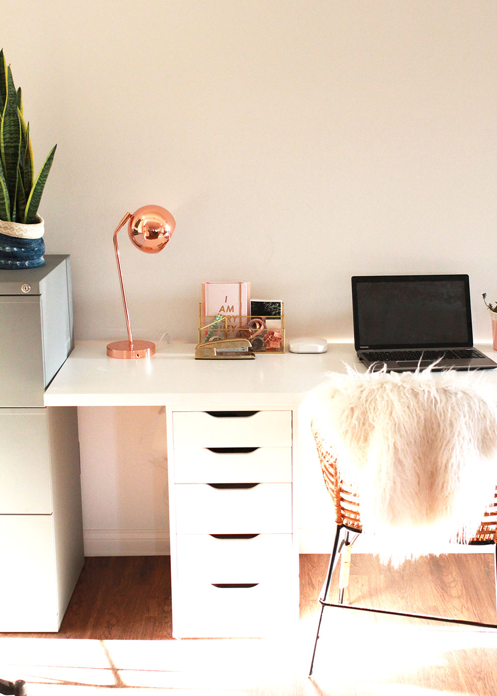 a little home office and amazing internet from eero | thelovedesignedlife.com