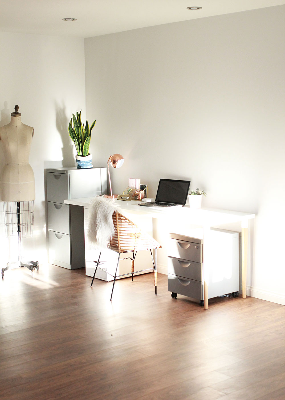 a little corner home office | thelovedesignelife.com #homeoffice