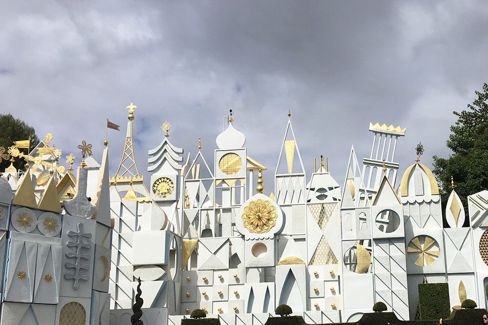 it's a small world after all at disneyland | thelovedesignedlife.com