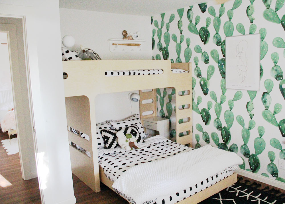 the cutest modern bunk beds, beddy's zipper bedding, and cactus wallpaper | thelovedesignedlife.com