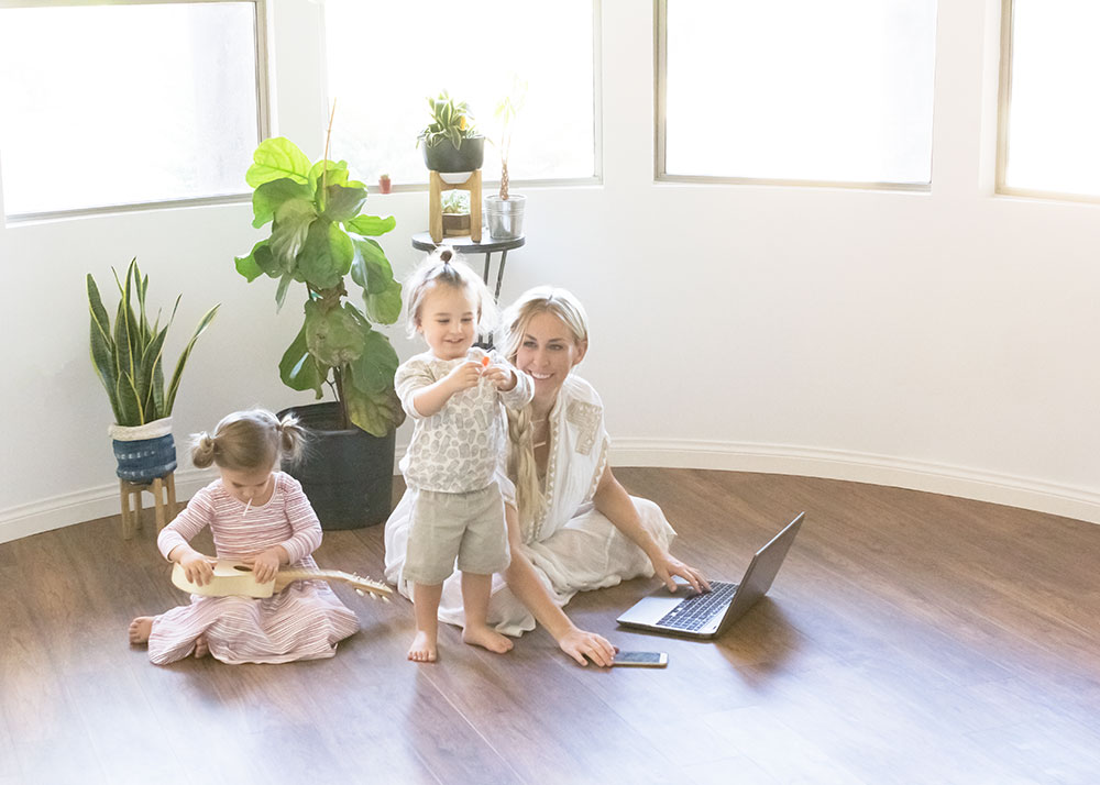 how to balance motherhood and blogging | the mom blog collective | thelovedesignedlife.com