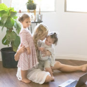 how to balance motherhood and blogging   the mom blog collective   thelovedesignedlife.com
