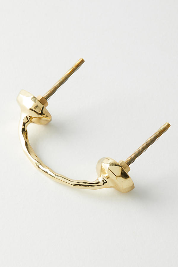 love these modern gold drawer pulls to update an old french provencial dresser | thelovedesignedlife.com