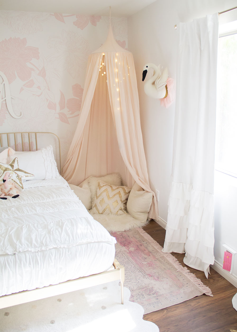 a sweet little reading corner in her new big girl room | thelovedesignedlife.com