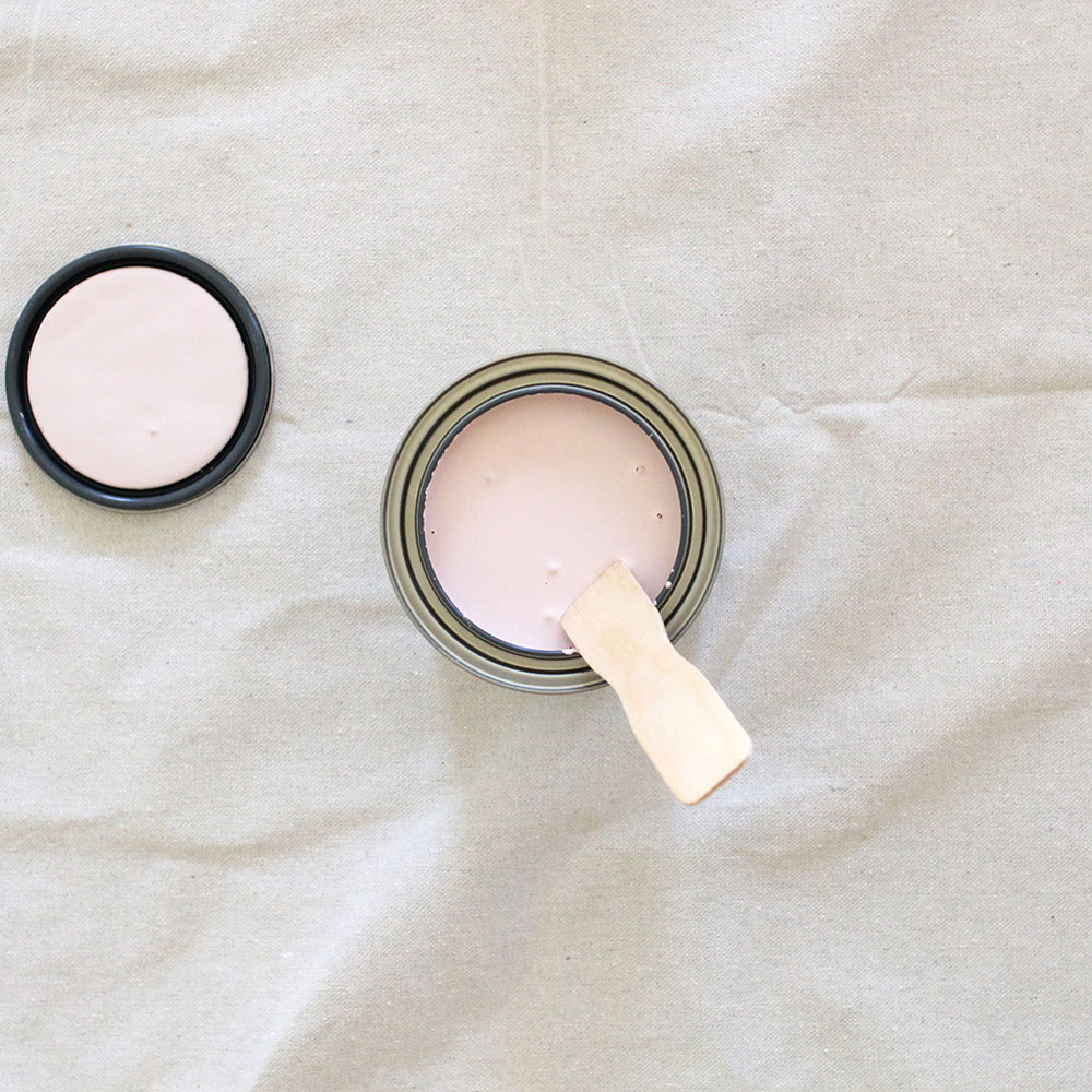 getting ready to paint with annie sloan chalk paint in antoinette pale pink | thelovedesignedlife.com