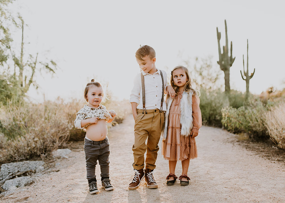 when your kids just that aren't into family photos. #desertfamilyphotos | thelovedesignedlife.com