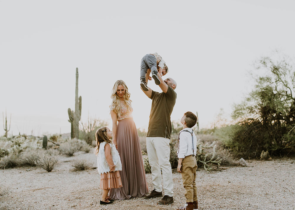 5 tips to nail your family photos #familyphotos #desertvibes #boho | thelovedesignedlife.com