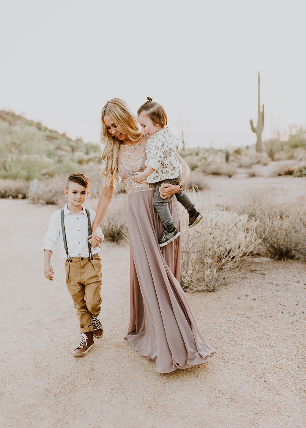 mama and her boys in this beautiful desert scene. #familyphotos #bohovibes | thelovedesignedlife.com