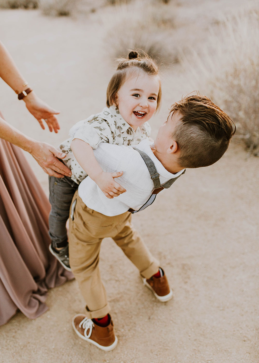 brother bear hugs that make mom nervous #familyphotos #brothers #siblinglove | thelovedesignedlife.com