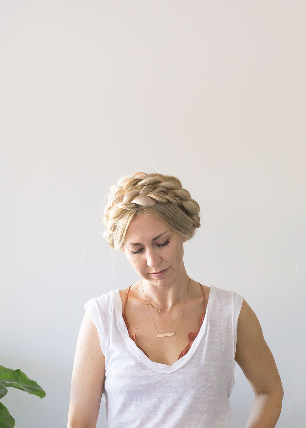 easy and quick hairstyle for busy mamas | thelovedesignedlife.com