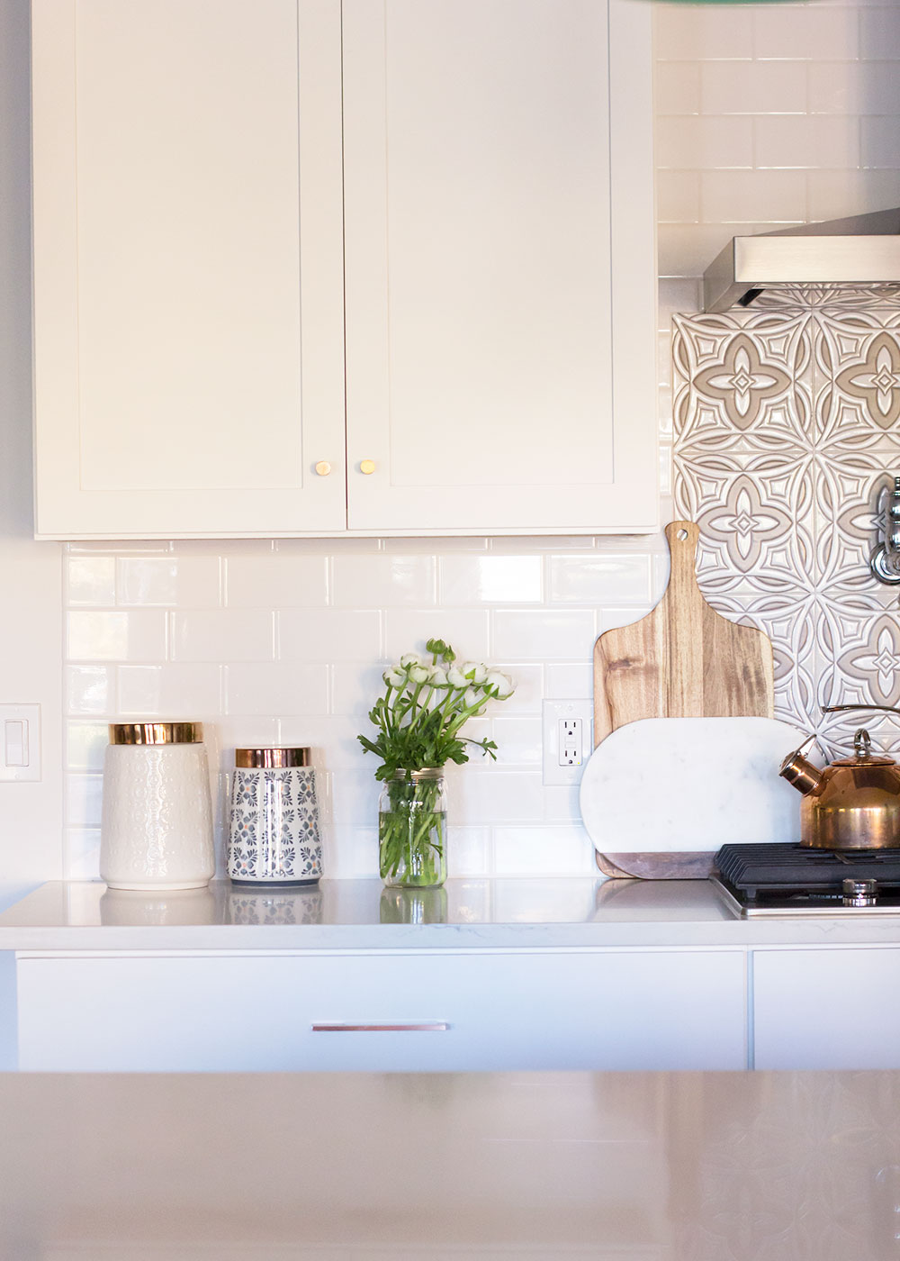 pretty moderny white kitchen details | thelovedesignedlife.com