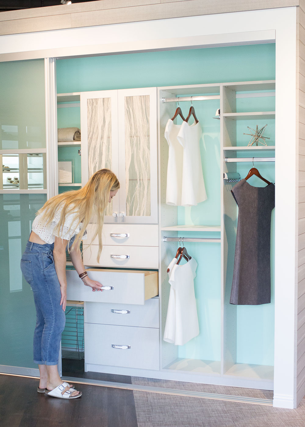getting all the ideas and checking out the craftsmanship of the california closets system | thelovedesignedlife.com #californialclosets #thingsorganizedneatly #mariekondoxcaclosets