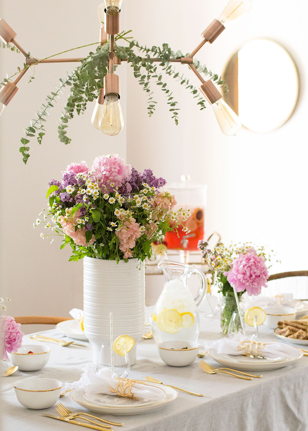 such a pretty little tablescape to celebrate a few great mama friends | thelovedesignedlife.com #mothersday