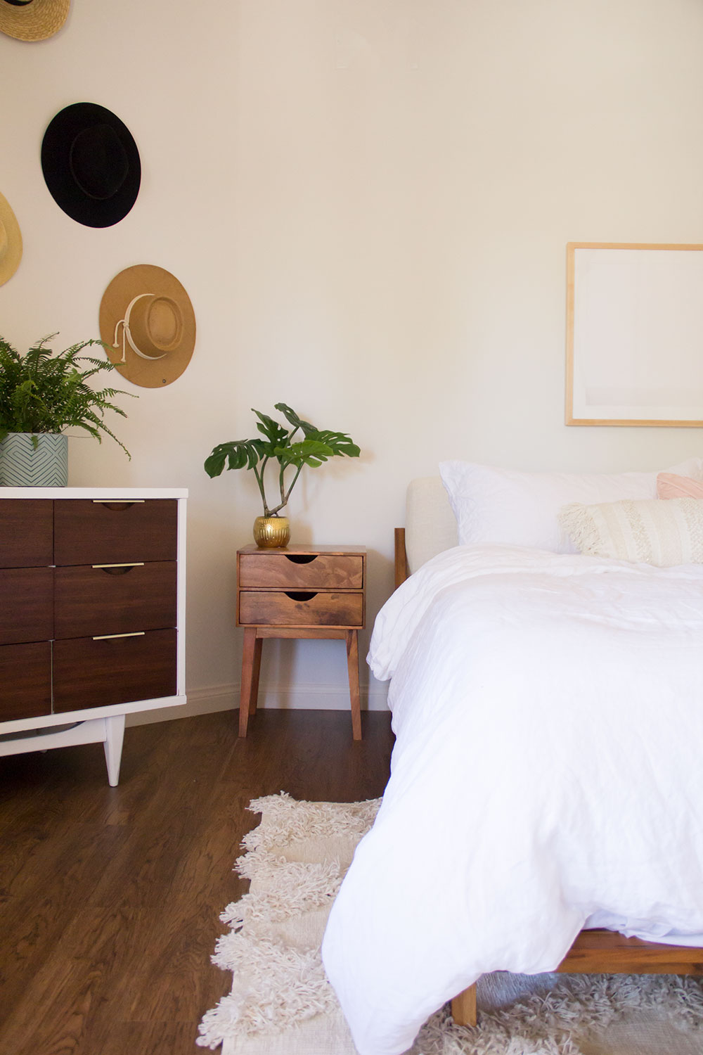 """his"" side in this boho master bedroom reveal 