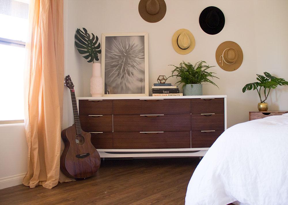 vintage mid-century modern dresser | thelovedesignedlife.com #midcenturymodern #mcm #bohovibes #bedroom