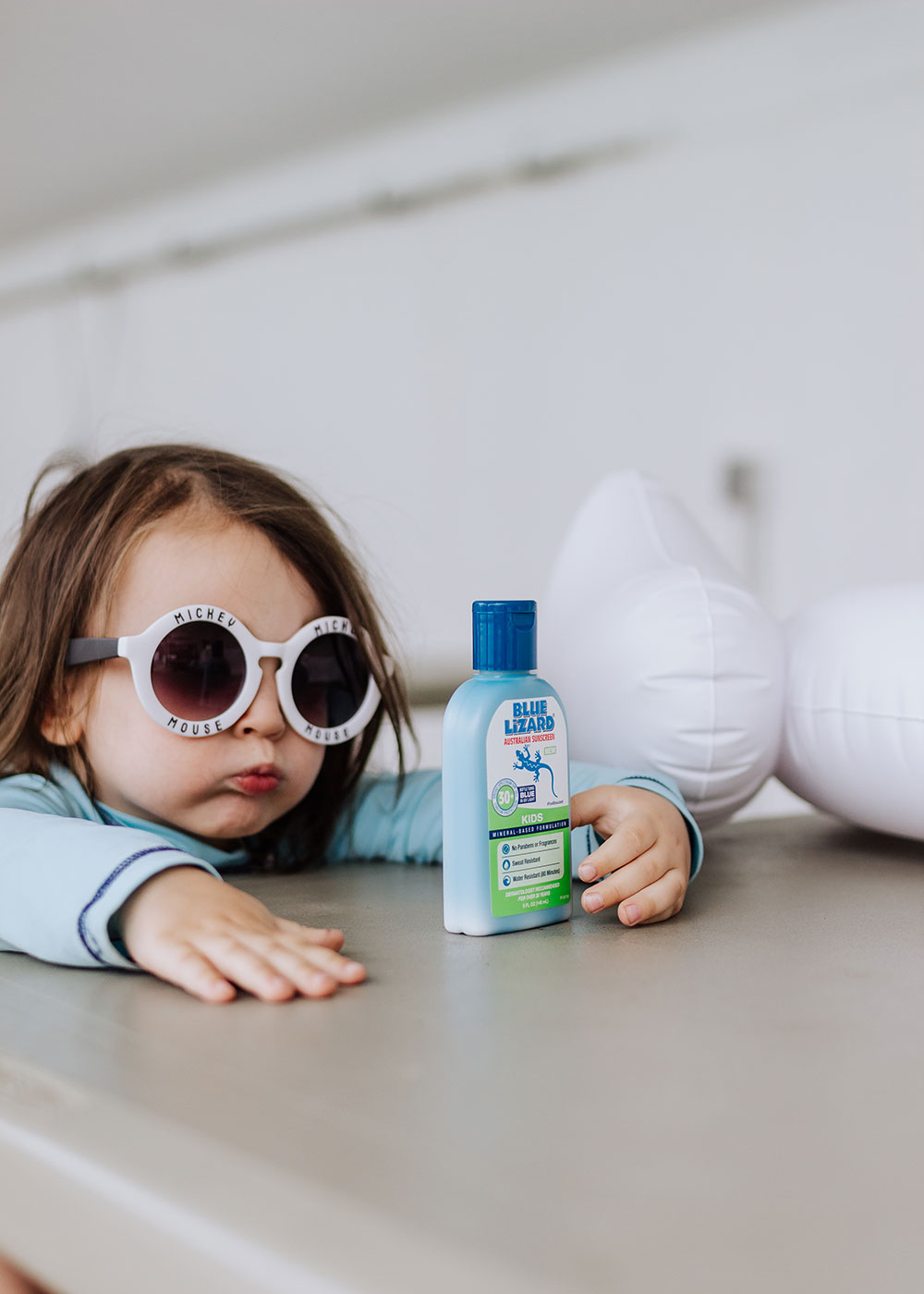 watch the bottle turn from white to blue in the presence of the sun's harmful UV rays! | thelovedesignedlife.com #bluelizardaustraliansunscreen #summersunready