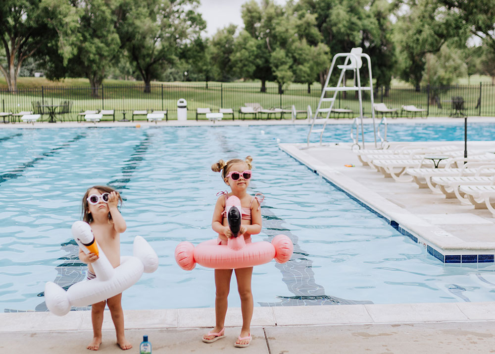 these two and their swan and flamingo floats are ready to jump in the pool! | thelovedesignedlife.com #summerready #bluelizardaustraliansunscreen #naturalsunscreen