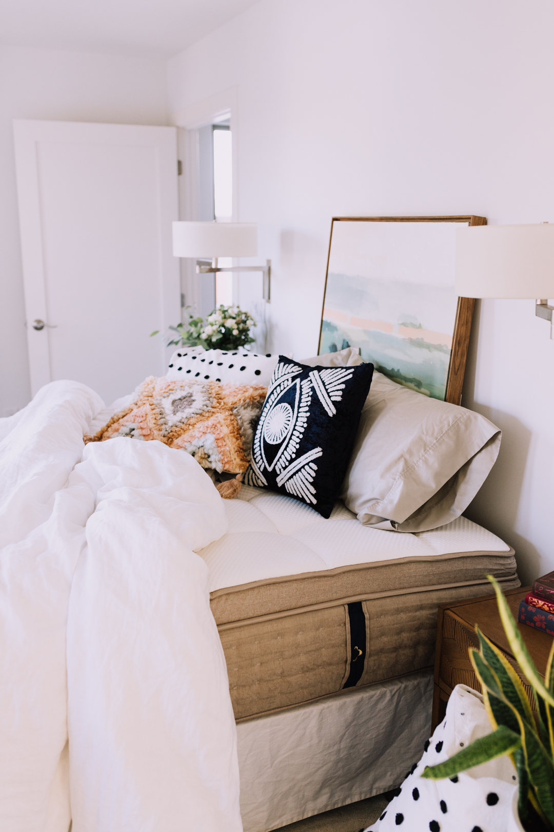 talking about bedtime rituals with dreamcloud mattress | thelovedesignedlife.com #mydreamcloud #softestmattress #bedroomstyle