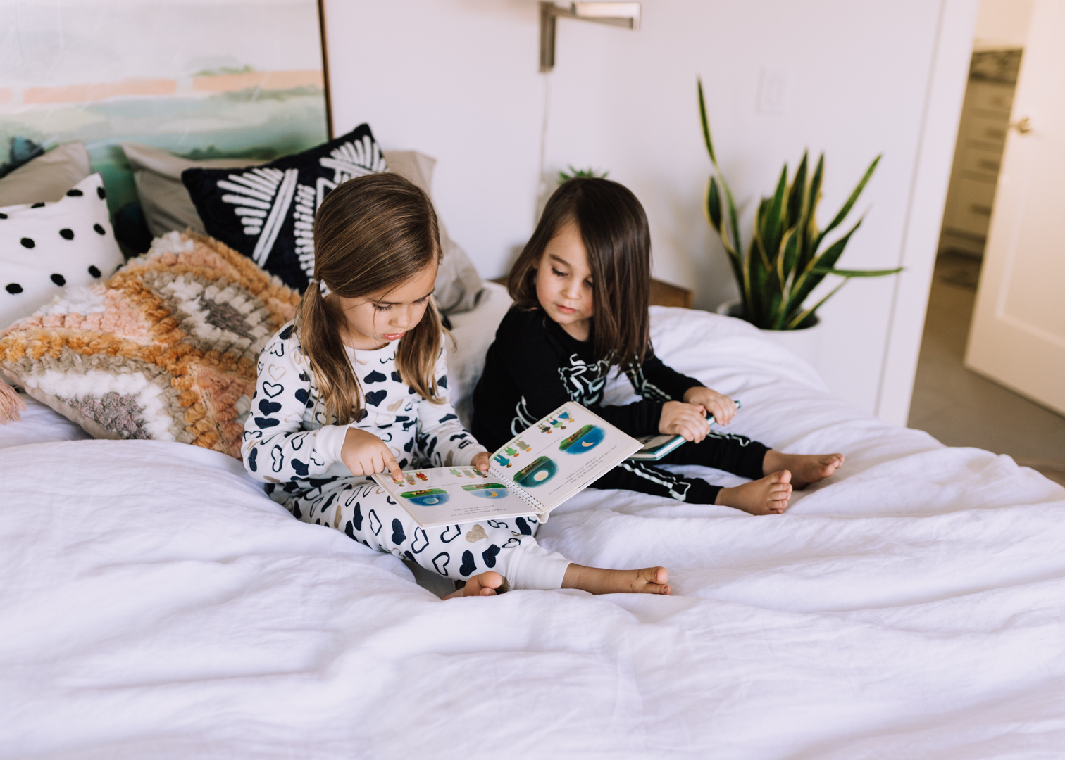 reading before bedtime with these two kiddos | thelovedesignedlife.com #mydreammattress #dreamcloudsleep #readwithdreamcloud