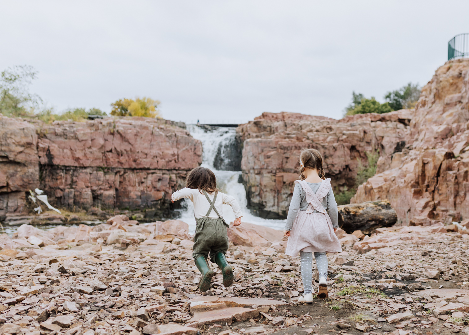 the beautiful falls park in sioux falls, south dakota | thelovedesignedlife.com #runwildmychild #discoversouthdakota #seasonsofsodak #familytravel