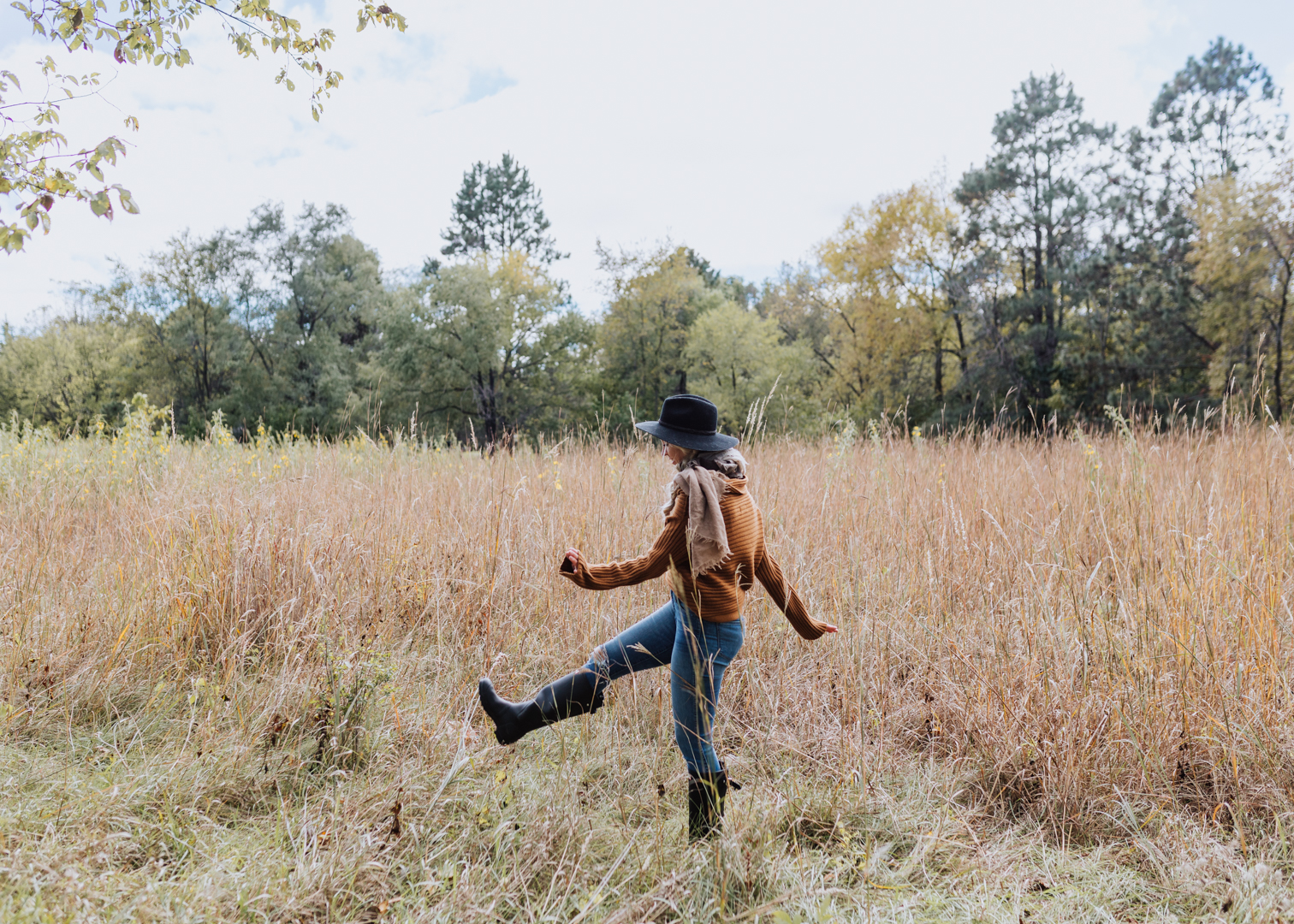 stomping through the wheat fields in south dakota | thelovedesignedlife.com #seasonsofsodak #fall #boots
