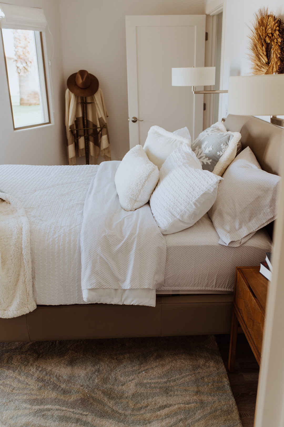 a peek inside our freshly updated cozy winter guestroom | thelovedesignedlife..com #winterbedding @Kohls #KohlsFinds #ad