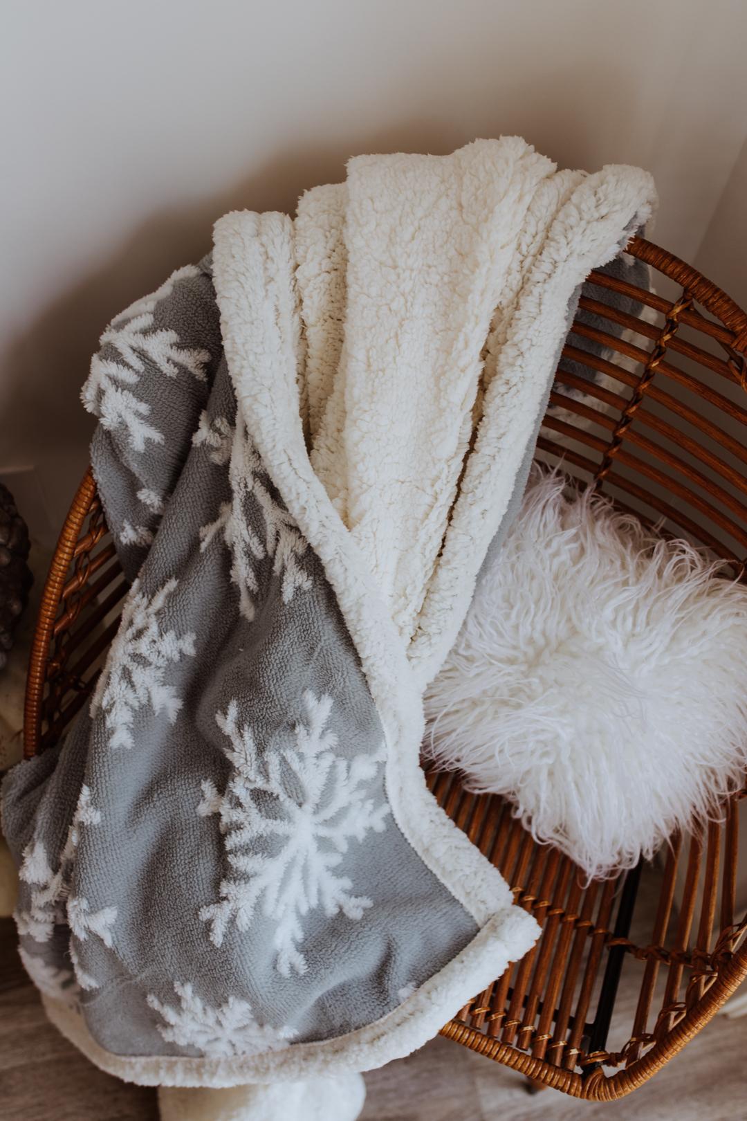 a cozy corner | thelovedesdignedlife.com #winterbedding #snowflakeblanket #cozy