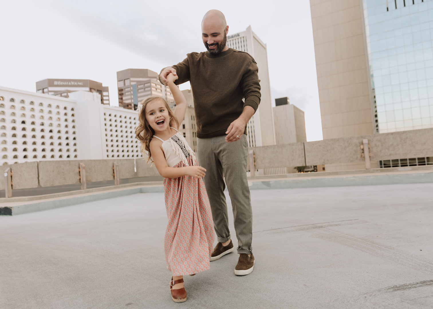 father and daughter twirls | thelovedesignedlife.com #familyphotos