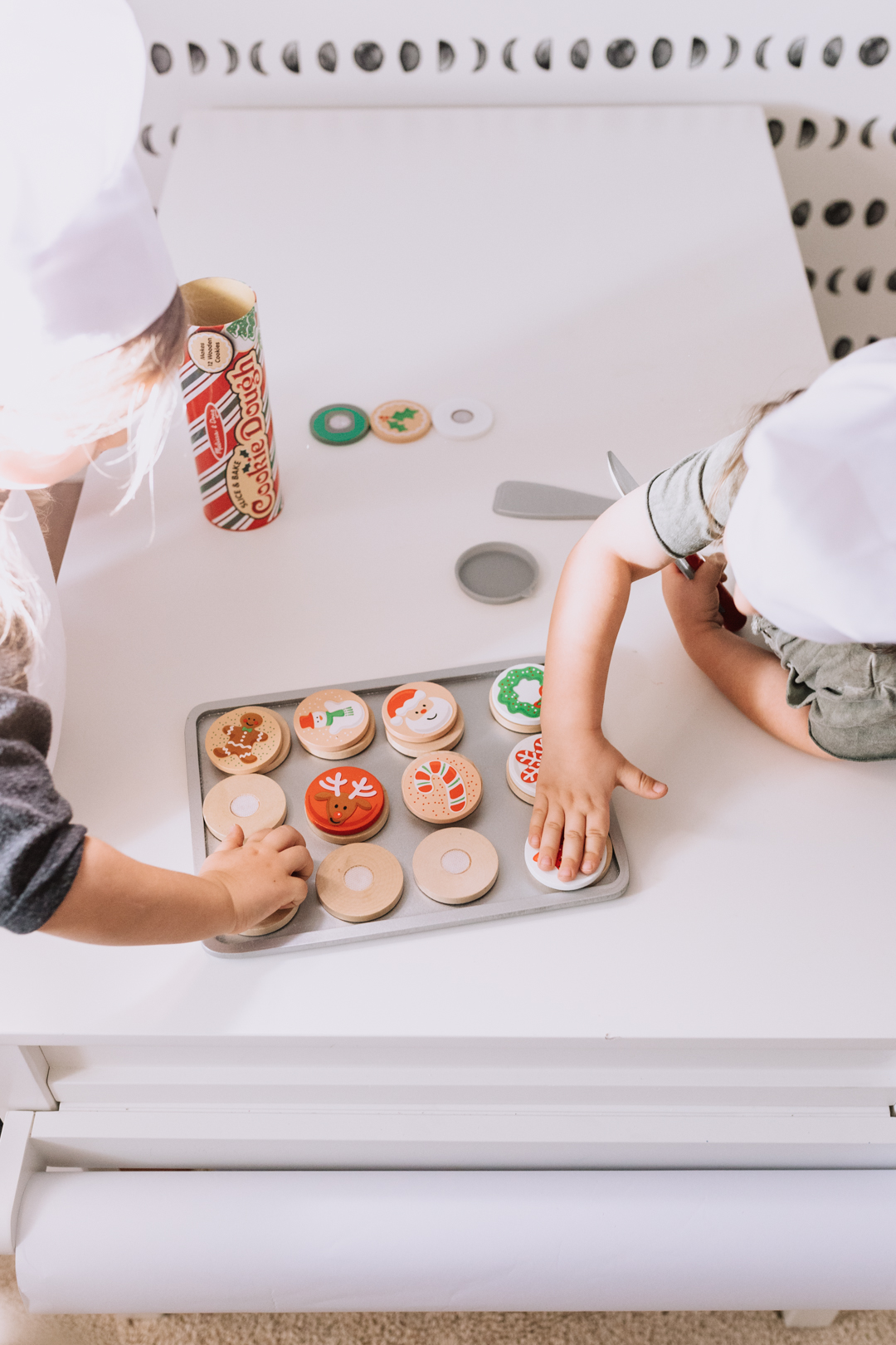 pretend christmas cooking baking with melissa and doug set from kohl's | thelovedesignedlife.com #christmascookies #imaginaryplay #christmastime #holidaygifts