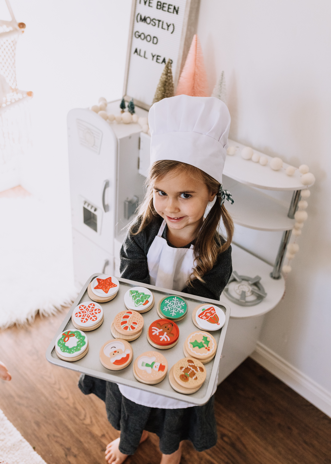 pretend christmas cooking baking with melissa and doug set from kohl's | thelovedesignedlife.com @kohls #ad #christmascookies #imaginaryplay #christmastime #holidaygifts