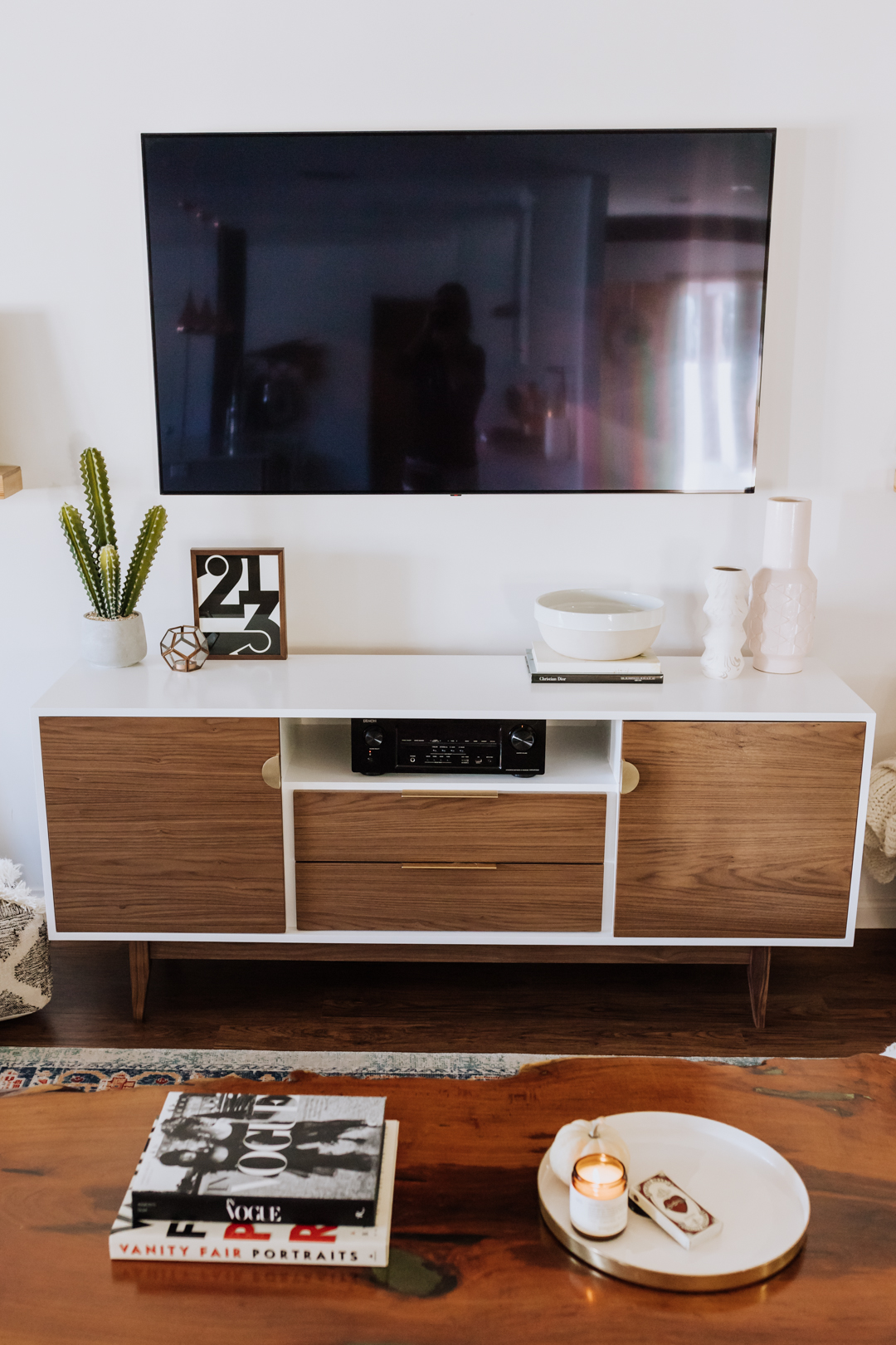 love this new custom media cabinet from draftwood designs in phoenix, az | thelovedesignedlife.com #theldlhome #livingroom #customfurniture #mediacabinet #midcenturymodern