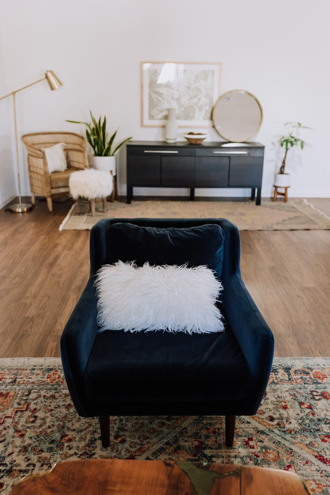 the best chair in the house | thelovedesignedlife.com #bluevelvetchair #livingroom #theldldhome #homedecor