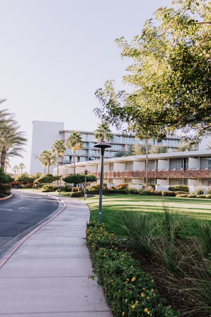 a view of the historic mid century modern Hotel Valley Ho, upon our arrival | thelovedesignedlife.com #hotelvalleyho #historichotel #midcenturymodern #architecture
