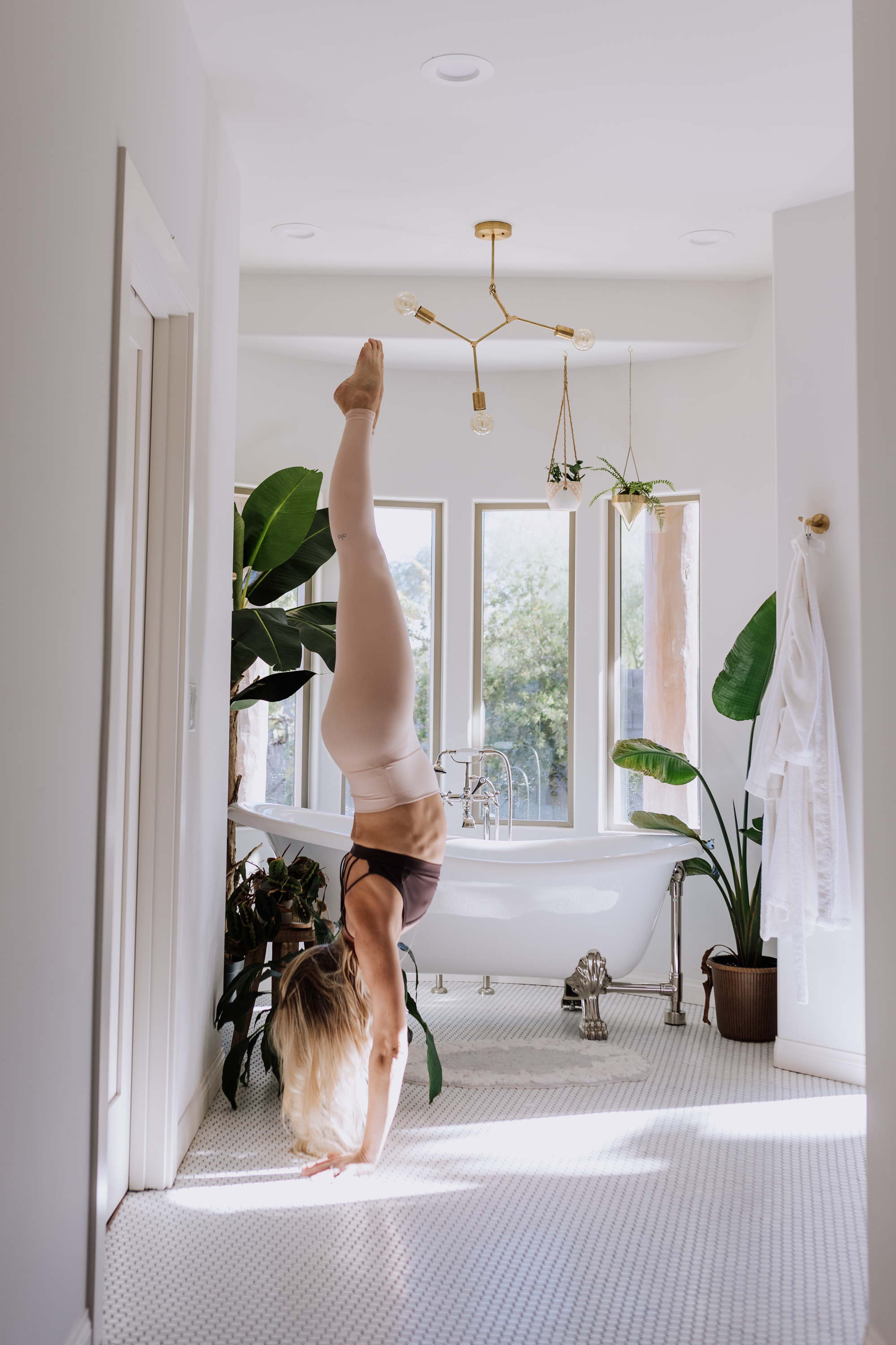 more yoga in the new year | thelovedesignedlife.com #newyeargoals #moreyoga #yogaeverydamnday #yoga #handstand