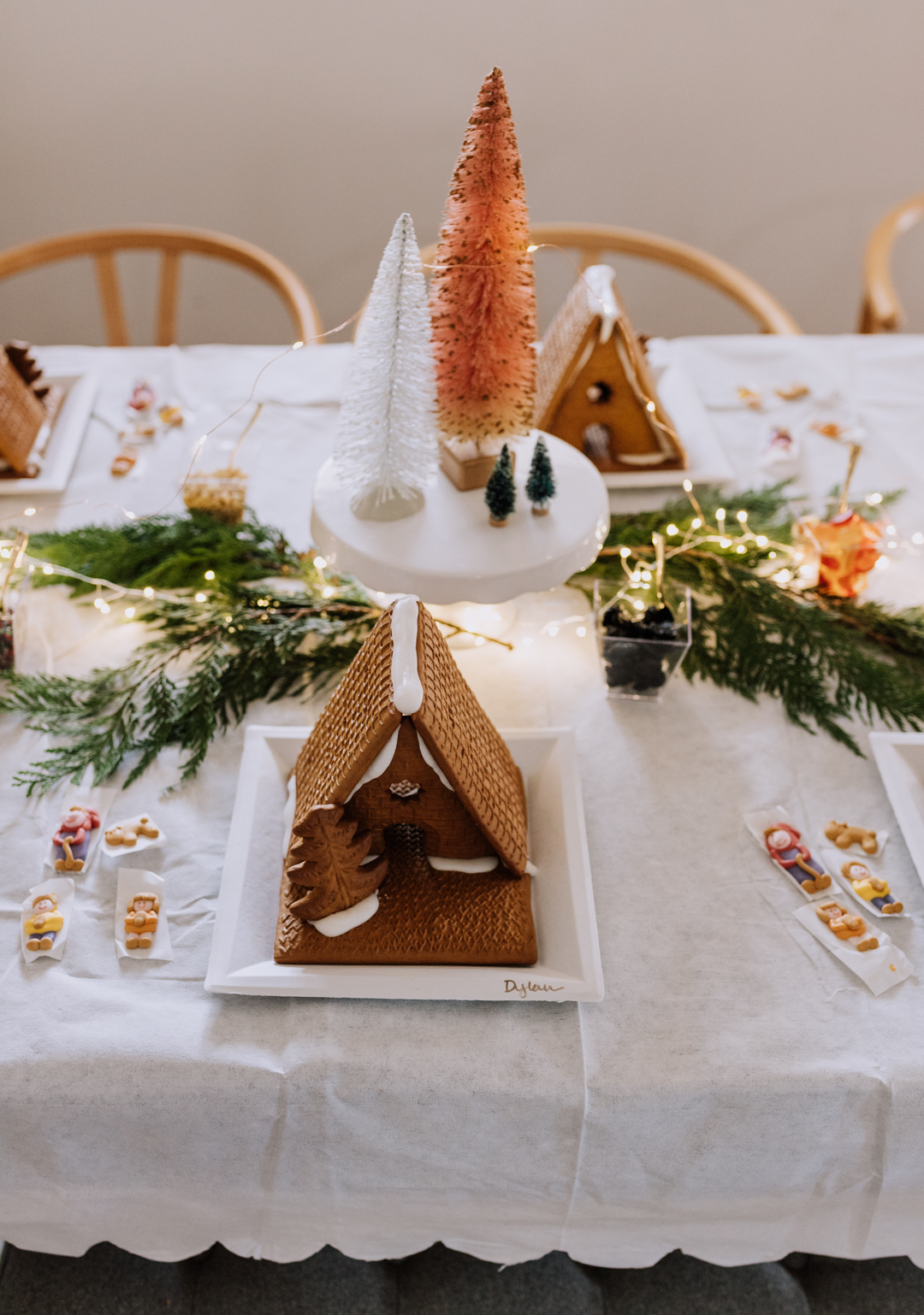 simple tips to set up a fun gingerbread decorating party | thelovedesignedlife.com #aframe #gingerbread #christmas #holidays
